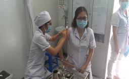 Bệnh viện huyện Nhà Bè triển khai tiêm vắc xin ngừa COVID-19 cho nhân viên