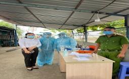 Bệnh viện huyện Nhà Bè tham gia trực chốt kiểm soát phòng, chống dịch COVID-19 tại chốt phà Phước Khánh